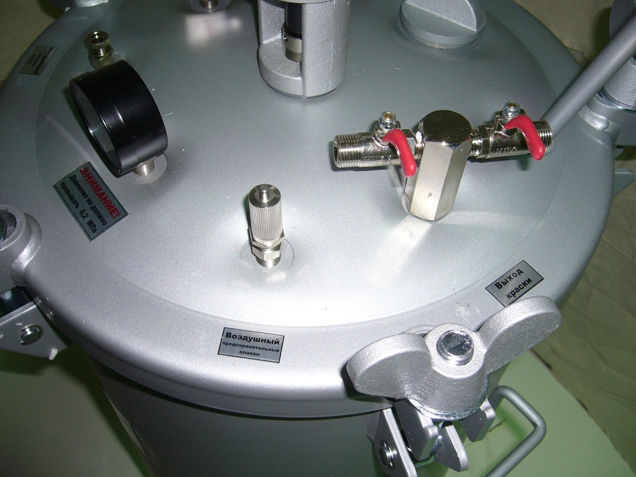 Бак красконагнетательный с автоматической мешалкой БК-80ПВ, 80 литров